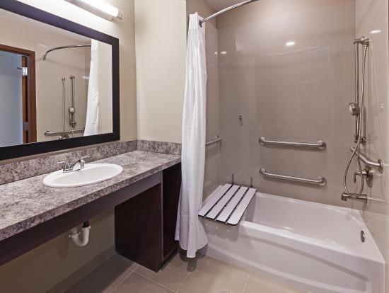 Glenpool, OK: King ADA Bathroom