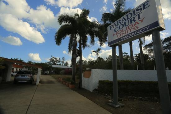 Paradise Court Holiday Units: entry