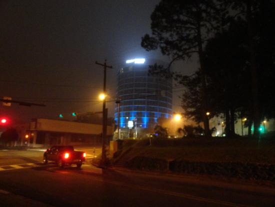 Four Points by Sheraton Tallahassee Downtown: Motel at night after returning from FSU basketball game. It was foggy