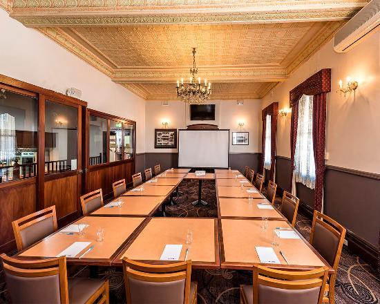 Бейзуотер, Австралия: Meeting