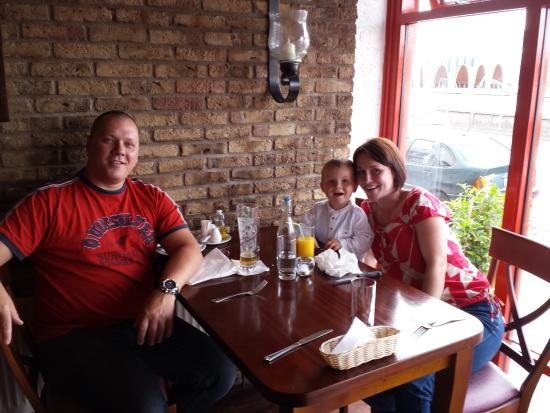 La Fontana: Happy family