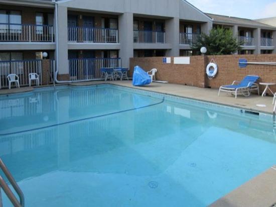 Rodeway Inn: Pool