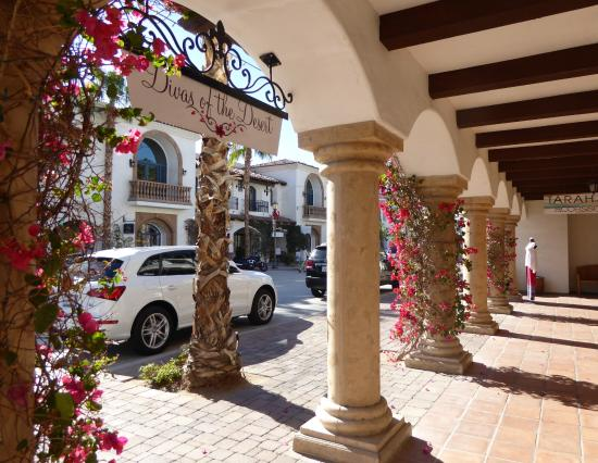 Old Town La Quinta : Beautifully decorated for Christmas