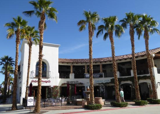 Old Town La Quinta: Lovely Square
