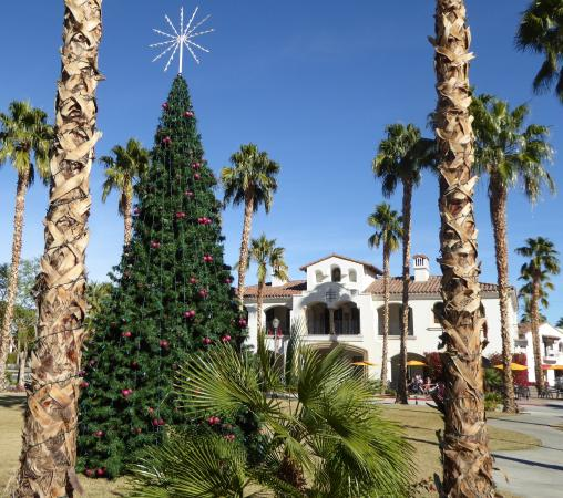 Old Town La Quinta: Beautiful Green space