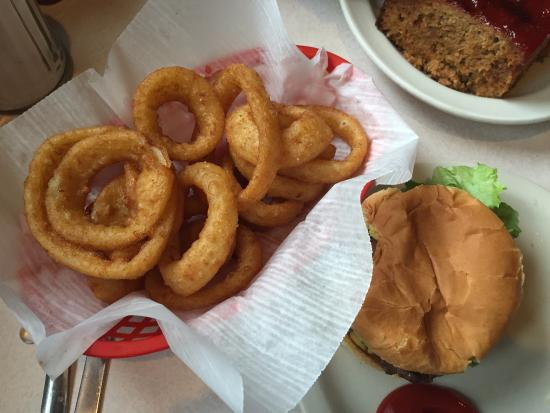 Shenandoah, IA: Cheeseburger and Onion Rings