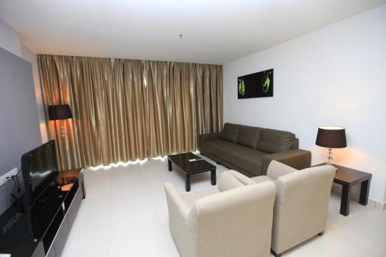 Merdeka Suite Hotel: LIVING ROOM SUITES