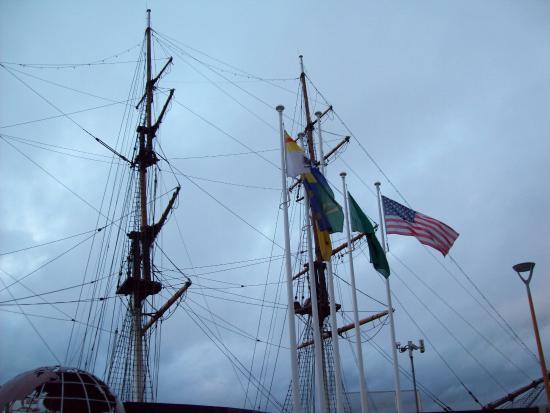 Dunbrody Visito Centre: The ship