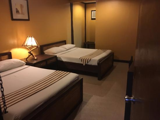 Asuncion, Philippines : Comfortable beds but creaky floors