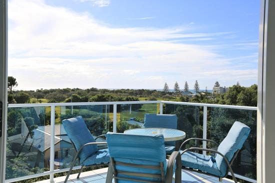 Koola Beach Apartments Bargara: Ocean View Apartments - top floor
