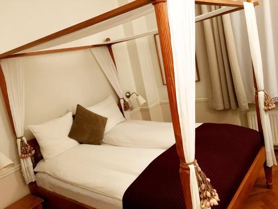 Bertrams Guldsmeden - Copenhagen: The beds... Hmm...
