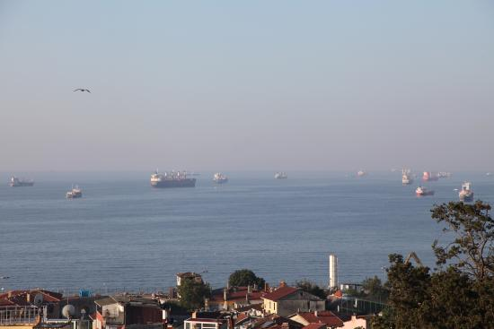 Ada Hotel Istanbul: The view of Marmara Sea at the terrace of the hotel building
