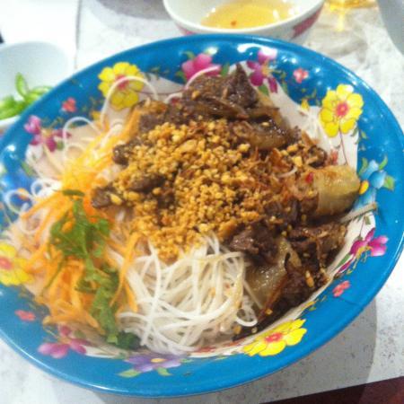 Nguyen Hoang : ブンティットヌン Bun thit nuong