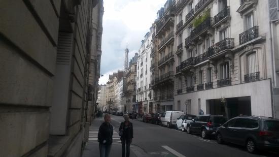 Hotel de la Terrasse: Париж. Далеко от отеля.