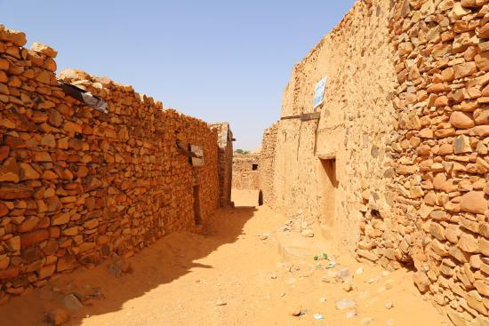 Chinguetti, Mauritania: Left side enter in library