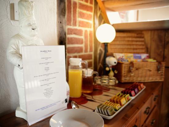 River Garden B&B: Breakfast Bar