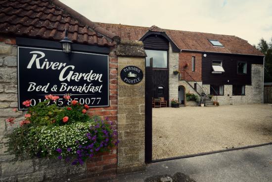 River Garden B&B: Entrance