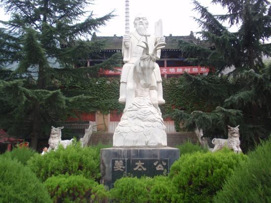 Jiangziya Diaoyutai Scenic Resort: 太公望立像