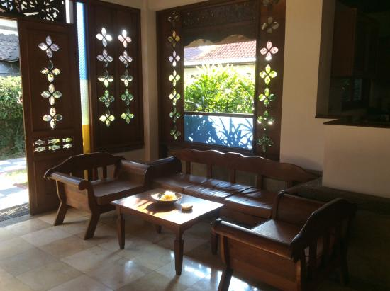 ANANDA RESORT: Sitting area but no air con so never used