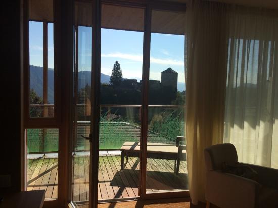 Bevorzugt großer überdachter Balkon - Bild von Hotel Der Waldhof, Lana PC17
