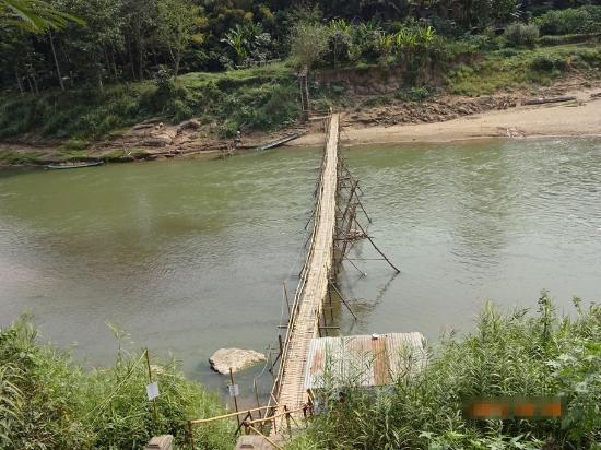 Sopha House: 近所の竹の橋 有料です