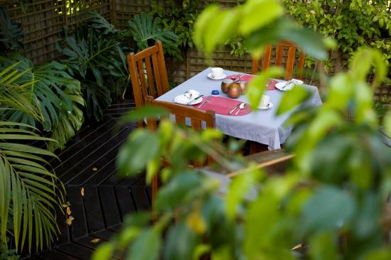 Candlewood Lodge: Breakfast outside
