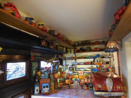 jouets anciens (déco) - picture of la table du brocanteur, colmar