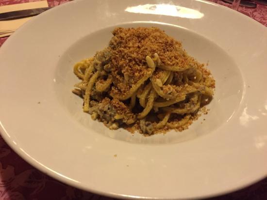 Trattoria Il Glicine: Spaghetti freschi alla chitarra con le sarde,pinoli,finocchietto selvatico