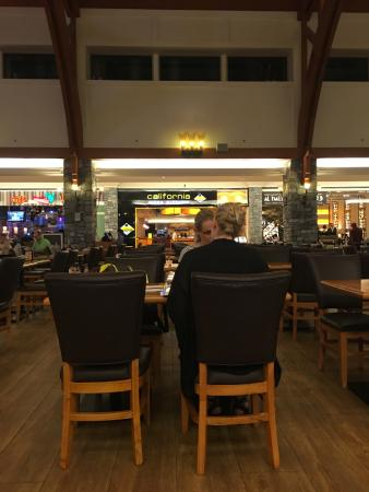 Restaurant in the Mall of the Emirates - Picture of California Pizza ...