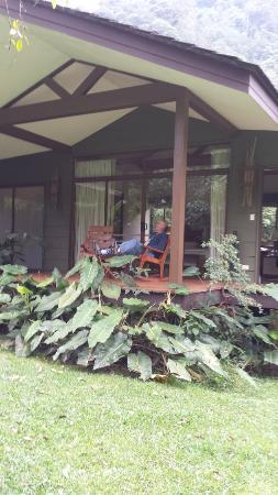 El Silencio Lodge & Spa: Cottage Deck with Rocking chairs