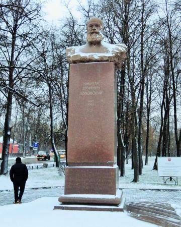 Памятник с семейный Петровский парк Ваза. Лезниковский гранит Шагонар