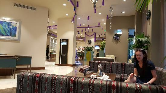 Savoy Central Hotel Apartments: Lobby