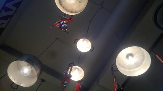 Pentole come lampadari! - Foto di Osteria de Borg, Rimini ...