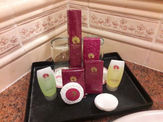 Bathroom Kit deluxe room - bathroom kit - picture of heritage hotel, tawau