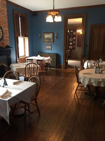 US Hotel Tavern: Dine in one of three intimate dining room settings. Available to reserve for groups of 8 or more