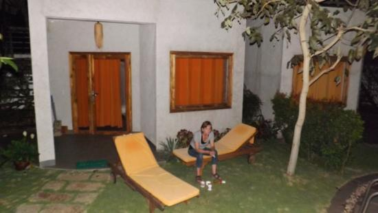 Lang Ca Voi (The Whales Village) Guesthouse: Im Garten am Pool