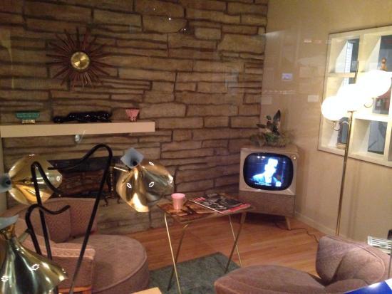 Abilene, KS: Museum - 50s Living Room