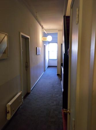 Touchstone Hotel - City Center : Hallway to other rooms