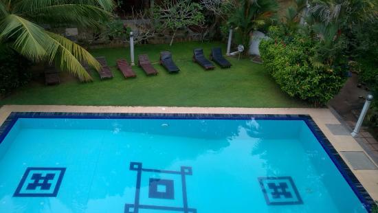 Panchi Villa: Вид с балкона на бассейн