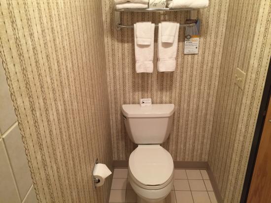 Quality Inn Oakwood: BATH
