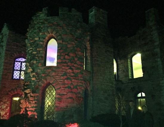 Little Falls, Nova York: The Castle at Night!