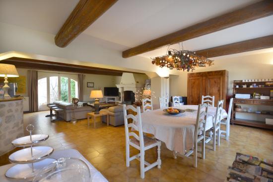 Entraigues-sur-la-Sorgue, Fransa: salle à manger