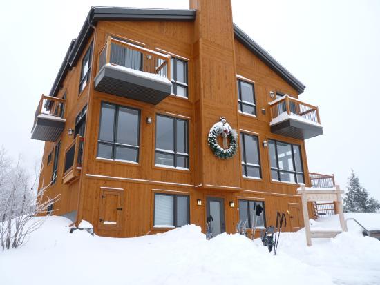 Grenville-sur-la-Rouge, Kanada: Main building