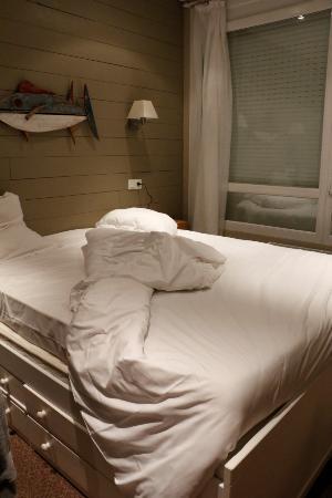 Le Relais des Iles : Habitación pequeña pero limpia.