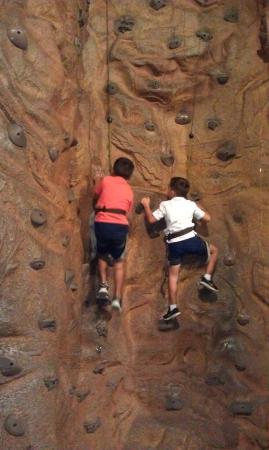 Huntsville, AL: Climing wall - FREE!