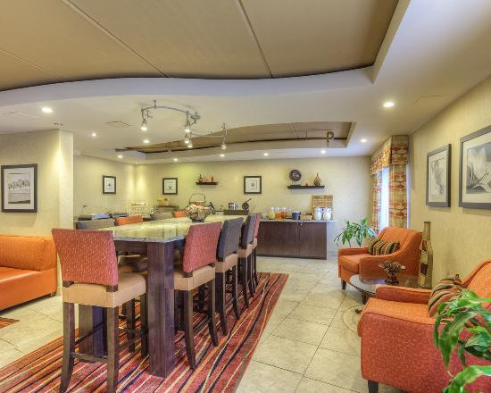 Clarion Inn & Suites: Breakfast Room