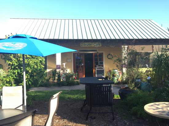 beautiful flowers picture of garden cafe at mclane 39 s country garden sebring tripadvisor