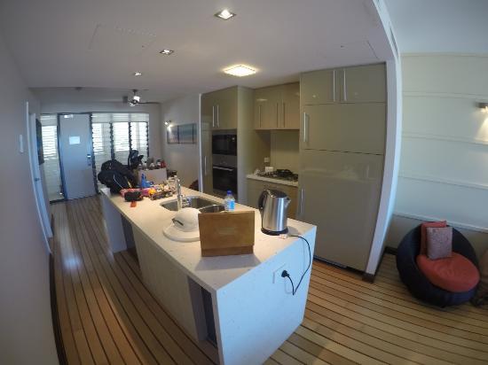 Superior Mantra Boathouse Apartments: Kitchen