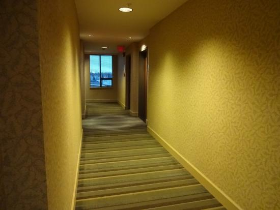 Holiday Inn Vancouver Airport: hallway other direction