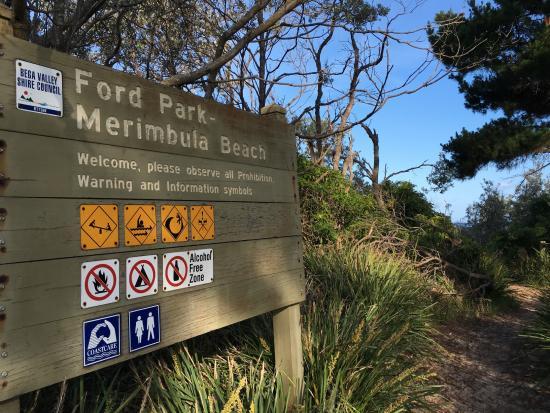 Merimbula Beach Apartments: The path to the nearby beach